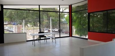 Alquilo oficina moderna en Col Escalón por Torre Futura