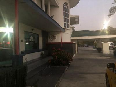 Rento Local para oficina en Centro Comercial Loma Linda