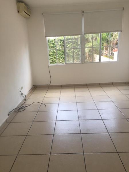 ALQUILO CASA RESIDENCIAL EL PEDREGAL, SOBRE CALLE LA MASCOTA, PRIVADO, cochera 3 carros, estudio, sala, comedor, cocina con pantries, terraza grande, jardin, area de serv