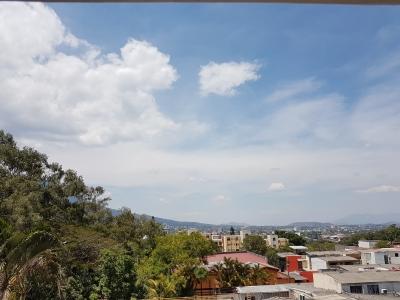 En exclusiva zona de la ciudad, casa en venta de dos niveles con acceso controlado y seguridad en Comunidad de pocas casas en Altamira