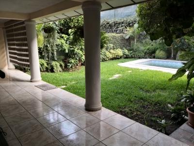 ALQUILO CASA COLONIA ESCALON PARTE ALTA, RESIDENCIAL PRIVADO, AMUEBLADA O SIN MUEBLES, ESPACIOS AMPLIOS, cochera 2 carros, estudio, sala, comedor, cocina con GRANITO, ter