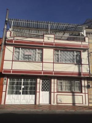 Venta Casa 3 Pisos con 2 Apt incluidos adicionales La Estrada Bogota