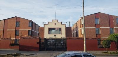 Hermosa casa en conjunto cerrado, de tres niveles
