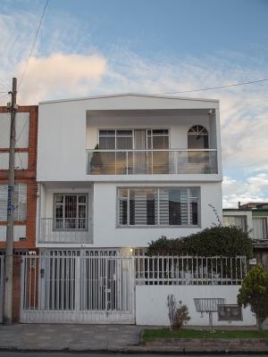 Venta Hermosa Casa De 3 Pisos, Barrio Los Sauces.
