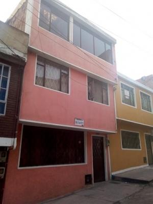 Kennedy Onassis, casa residencial de 5x13, tres plantas