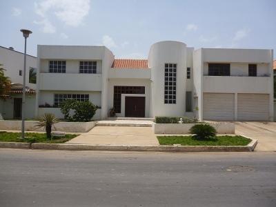 Casas o townhouses en venta en lecher a el morro for Casa moderna lecheria