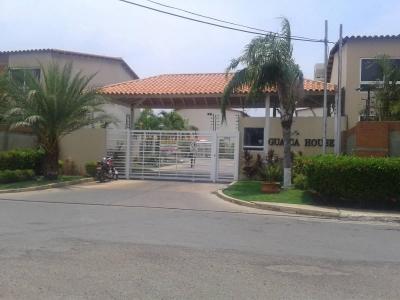 HERMOSO TOWN HOUSE GUAICA HOUSE EN LECHERÍA