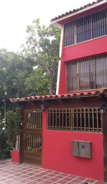 EN VENTA TOWN HOUSE PARA REMODELAR EN PUERTO MORRO PRECIO DE OPORTUNIDAD