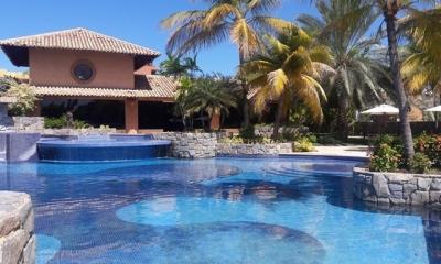 Alquilo/Vendo Lujoso Town House C.R Morro Yacht Club. Lechería. 406m2. 4 Habitaciones.