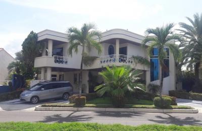 Vendo/Alquilo Excelente Casa Amoblada con Muelle Urb. Las Villas. Lecheria. 7 Habitaciones