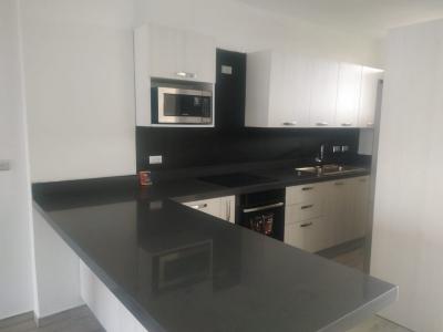 Lujoso Apartamento con Muelle propio en Las Marinas