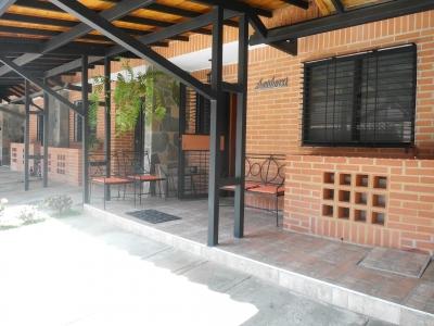 Venta Bello  Townhouse  totalmente Remodelado El Rincón