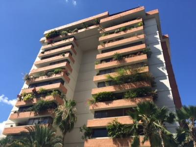Se vende apartamento duplex en Mañongo