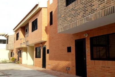 Townhouse 89 M2 en Venta Urb. Manantial en Naguanagua - RTH6