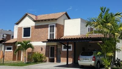 Excelente Townhouse en El Rincón