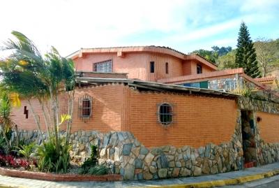 Se Vende Casa en Urb. Villas del Rocío en Naguanagua - RCS17