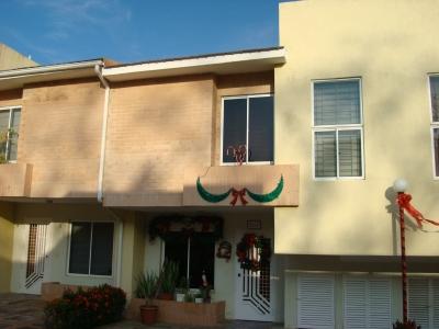 Bello Townhouse en Venta Urb.El Manantial