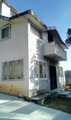 Casa en la Urb. Carialinda (Naguanagua) (LEC-056)