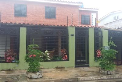 Se Vende Casa 450 m2 en la Urb. El Cafetal de Naguanagua - RCS6