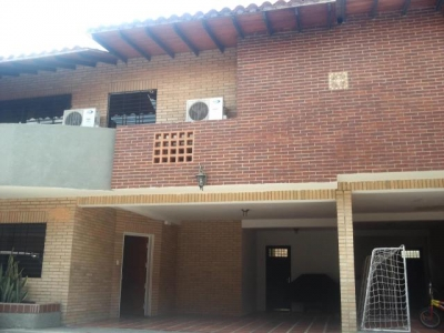 TOWNHOUSE EN VENTA MAÑONGO MLS #17-10417 TLF 0414.043.43.03