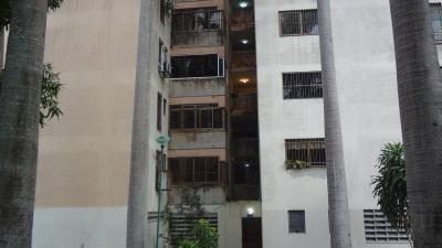 Hermoso Apartamento Piso bajo. De 3 Habitaciones. Naguanagua. 94 M²