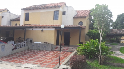 BONITO TOWN HOUSE EN TAZAJAL