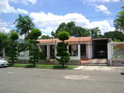Casa en Venta Los Guayabitos Naguanagua 350m2