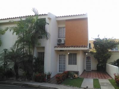 Town House Comodo Moderno Naguanagua