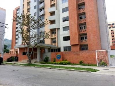 RE/MAX Ofrece en venta apartamento en Urbanizacion Manongo
