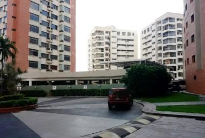 Venta Amplio Apartamento Resid. Portales de Mañongo - RAP55
