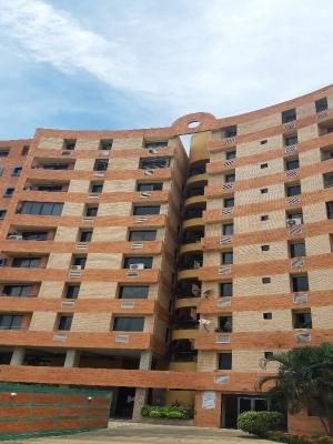 Alquilo apartamento semi-amoblado en Tazajal Naguanagua.