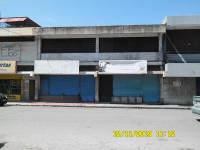 Se Alquila local comercial en la Calle Petion