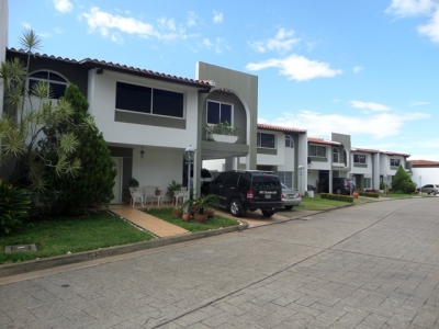 VENDO BELLO TOWN HOUSE DUPLEX URBANIZACIÓN VILLA GRANADA PUERTO ORDAZ