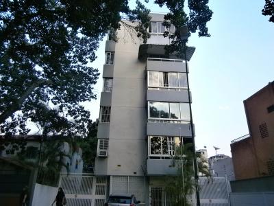 Hermoso apartamento, muy comodo, echo a la medida de sus necesidades, edificio pequeño, pocos apartamentos, muy tranquilo, cercano a servicios, muy bien diseñado, excelen