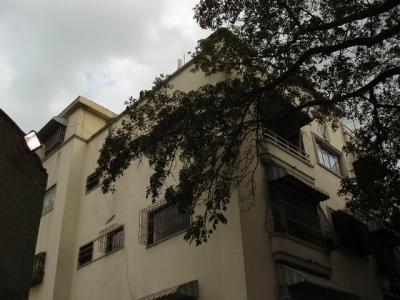 Espacioso Apartamento En Plaza Venezuela