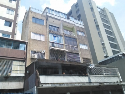 Excelente Oportunidad Apartamento en Av. Fuerzas Armadas, Esquina Crucesita