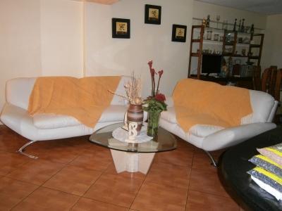 Bello apartamento, totalmente remodelado, duplex, vigilancia,terraza,4 habitaciones,2 banos