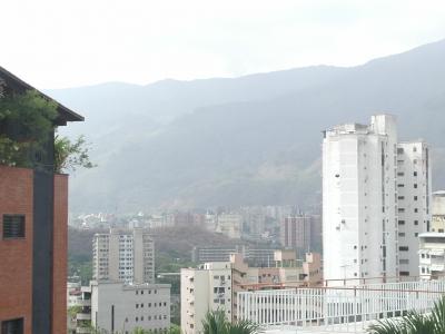 VENDO HERMOSA QUINTA, LOS CHAGUARAMOS. CARACAS