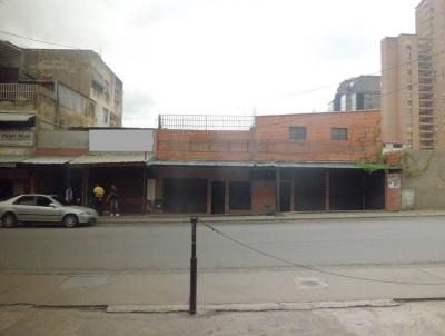 Parcela de 230 m2 con locales comerciales. Boleita Sur