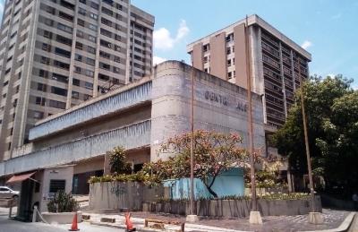 SE ALQUILA BONITA OFICINA EN EL CENTRO ALOA