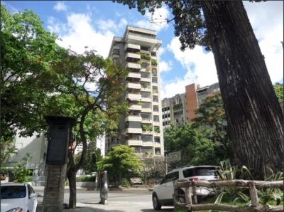 Bello Apartamento ubicado en  Altamira.