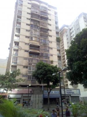 De Oportunidad!!  Apartamento con excelente Ubicacion en la CHACAO