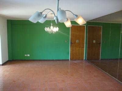 Comodo e iluminado apartamento, amplios espacios.