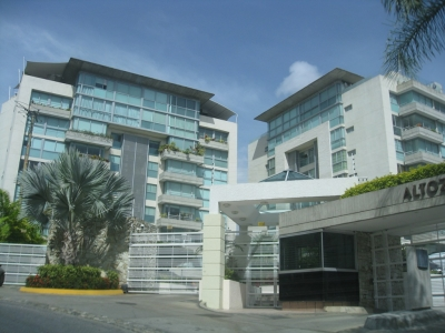 Exclusivo Apartamento en Venta en Res. Altozano. Negociación de Contado.