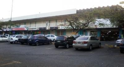 LOCAL COMERCIAL SE VENDE  EN GUARENAS CENTRO  COMERCIAL TRAPICHITO