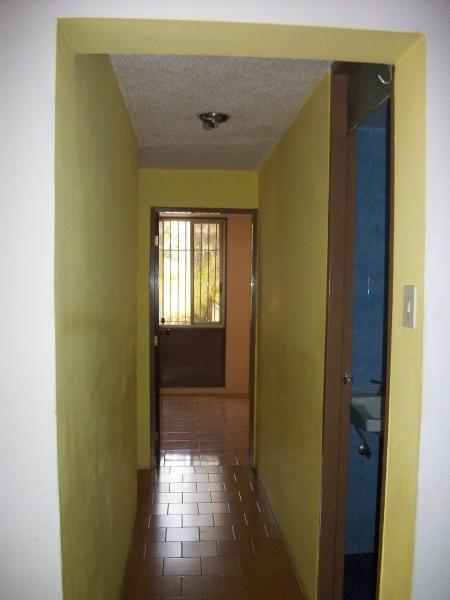 Alquilo habitacion sin mueble en zona tranquila