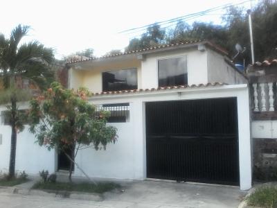 VENTA DE CASA DE DOS NIVELES 360 MTR.VALLE ARRIBA GUATIRE VENEZUELA