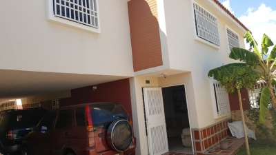 VENTA DE TOWN HOUSE EN BUENAVENTURA COUNTRY CLUB