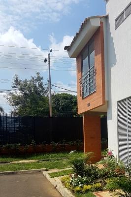 Casa a estrenar en Hacienda el Pino
