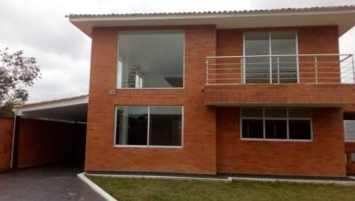 Gran casa en El Condominio La Pradera